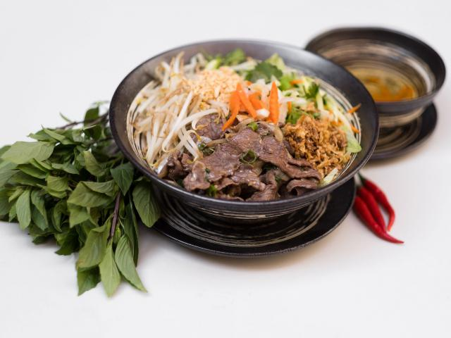 29. Sautéed beef with noodles