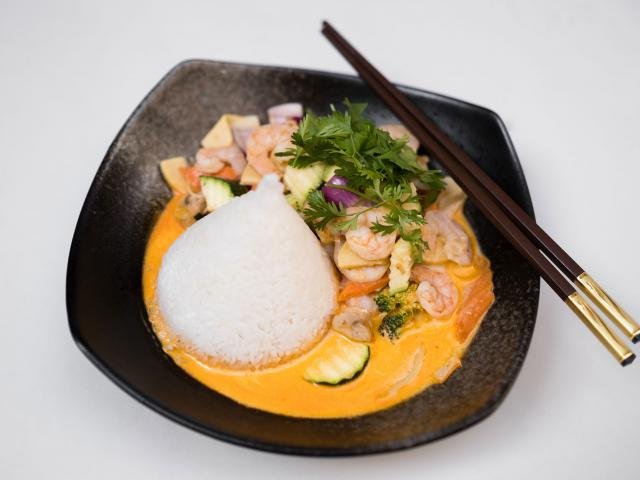 64. Thai curry shrimp cooked in a clay pot